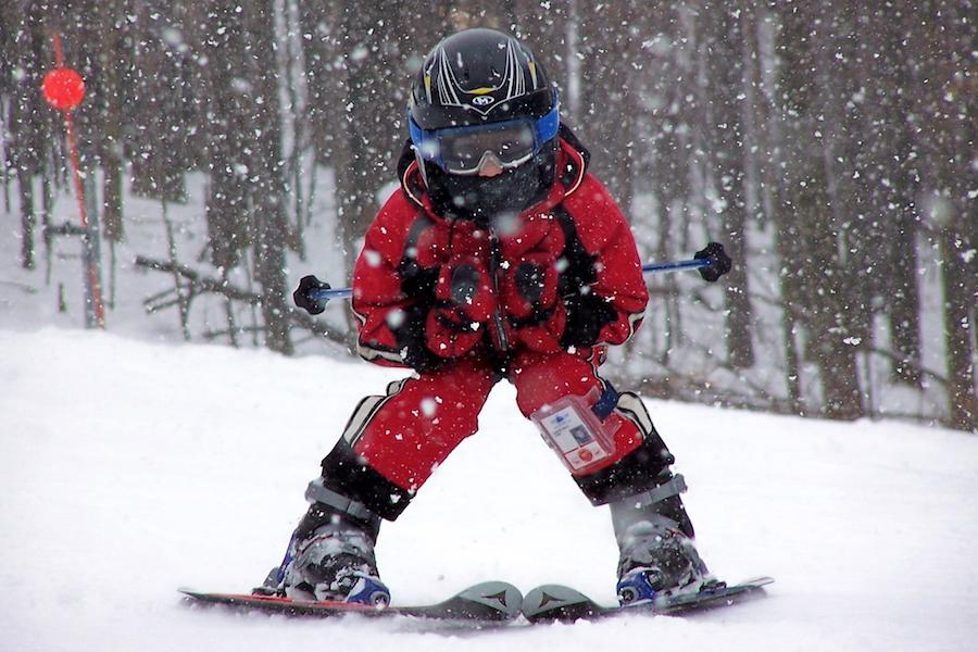 one kid skiing